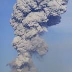 Volcanic smoke rises from Mount Shinmoedake on 1 February, 2011. (AP Photo/Kyodo News)