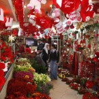 Palestinians buy flowers for Valentine's Day in a shop in Gaza City (AP Photo/Adel Hana)