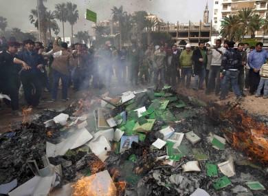 Libyan protesters burn copies of Gaddafi's