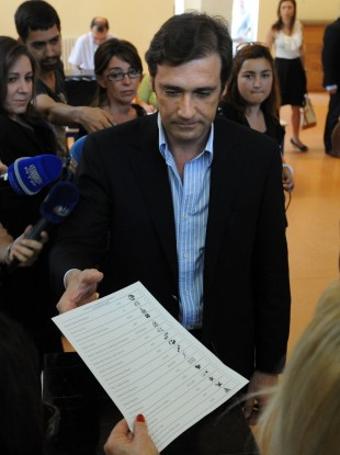 Pedro Passos Coelho votes in an election his party is expected to win.