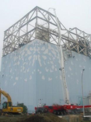 Measuring the density of radioactive substances above No 1 reactor at Fukushima on 22 May 2011.