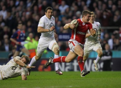 Scott Williams blazes over for the game's only try.