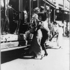 The effort to get onto a Broadway street car in July 1913. (Library of Congress, Prints & Photographs Division)