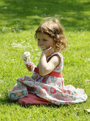 Miri Tricklebank, 3, enjoyed the weather (and her ice-cream break) yesterday.