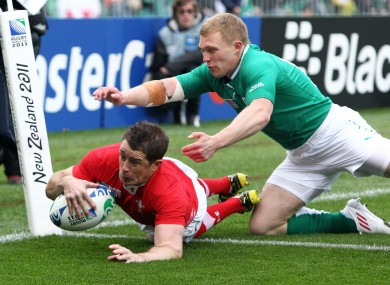 Shane Williams dives over to score after 90 seconds.