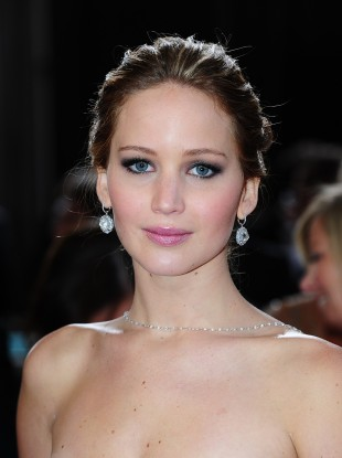 QUIZ: In this photo, is Jennifer Lawrence (a) radiant; (b) luminous; or (c) in the nip?