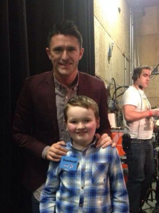 Robbie Keane poses with Domhnall O'Confhaola backstage at the Toy Show.