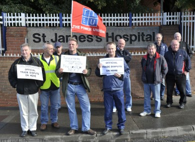 TEEU picket as Saint James Hospital in Dublin in 2010.