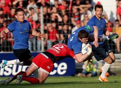 Brian O'Driscoll is tackled by Matt Giteau at Stade Mayol.