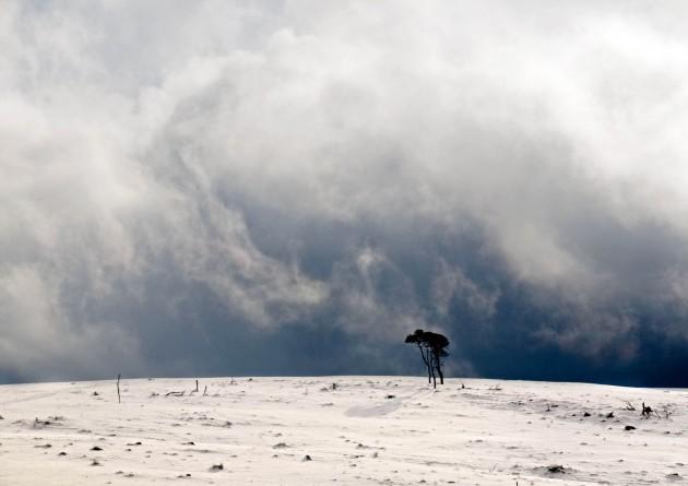 p153 A snowstorm approa