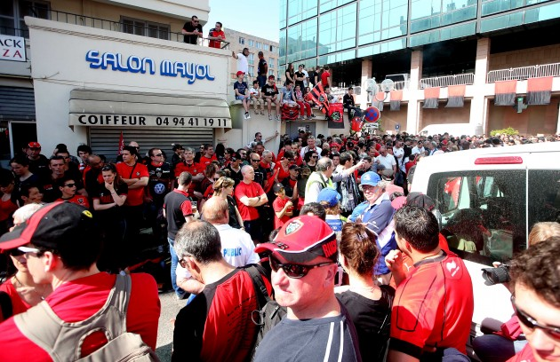 Toulon fans await the arrival of the team