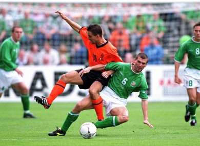 Roy Keane tackles Marc Overmars.