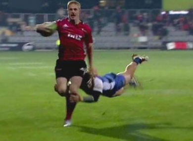 Cummins makes a gutsy tackle to prevent a try.