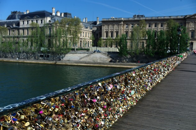 Too much love paris 'love locks' bridge evacuated after railing