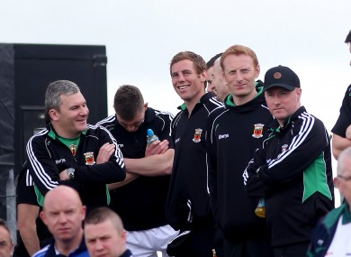 Gavin Duffy (centre) chats with Mayo boss James Horan.