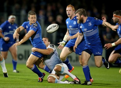 Jimmy Gopperth offloads for Gordon D'Arcy's try.