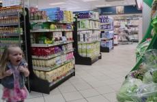 Fake talking lettuce in Irish supermarket frightens the sh*te out of little girl