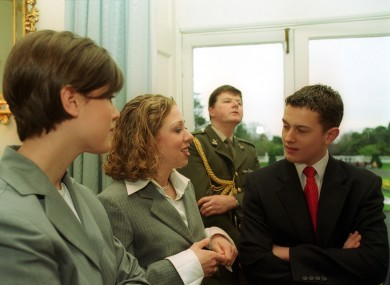 Emma McAleese, Chelsea Clinton, and Justin McAleese at Áras an Uachtarain in 2000.