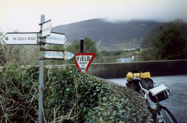 Yield sign, Gaeltacht road signs in Irish,Glen Rier bridge, Carrick, Co. Donegal march 1991
