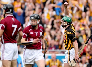 Henry Shefflin salutes his second half point from play.