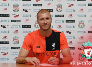 Klavan signing his contract today.
