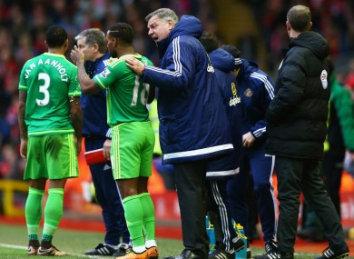 Sunderland boss Sam Allardyce gives instructions to Jermain Defoe.