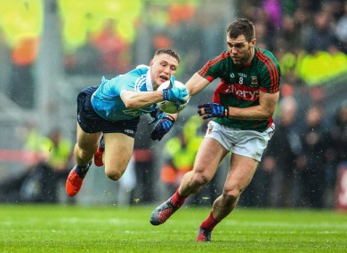 Dublin's John Small and Seamus O'Shea of Mayo.