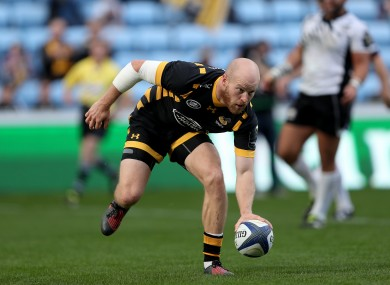 Tom Simpson touches down for Wasps.