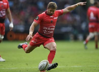 Leigh Halfpenny kicks a penalty for Toulon.