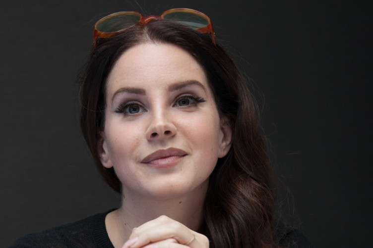 Lana Del Rey Is Ditching American Flag Imagery Because Donald Trump Now Makes It Uncomfortable