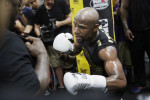 Floyd Mayweather takes jab at 'heavy' Conor McGregor