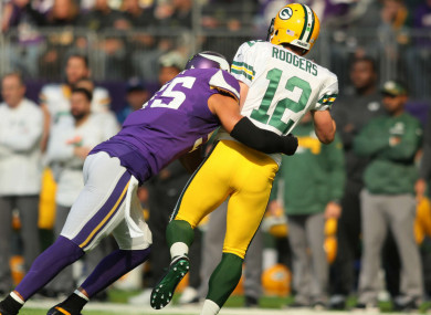 Anthony Barr hits Aaron Rodgers