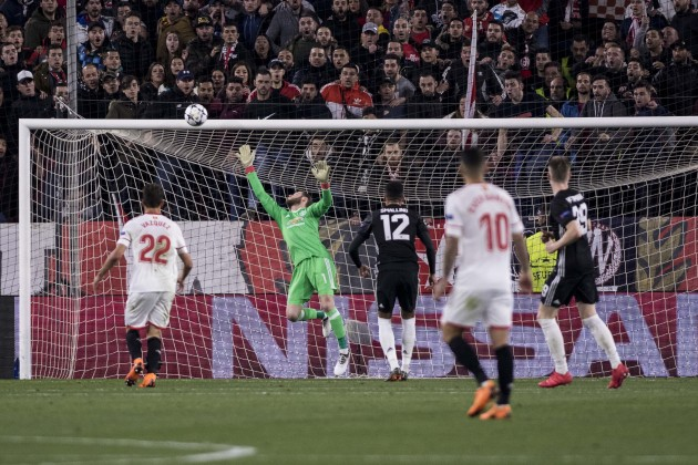 De Gea brilliance helps Man United escape Sevilla with a draw