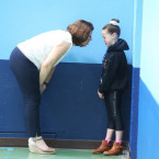 A mother gives gives to encouragement to her daughter at the Aldi Community Games Festival<span class=