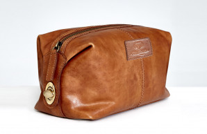 3c7133d7d9 Paul Costelloe Leather Wash Bag €50