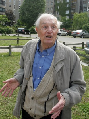 Rochus Misch, pictured at the site of the Führerbunker in June 2006.