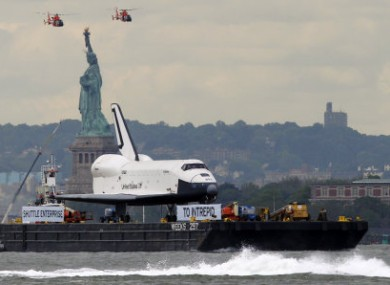 VIDEO: Retired space shuttle journeys along Hudson River ...