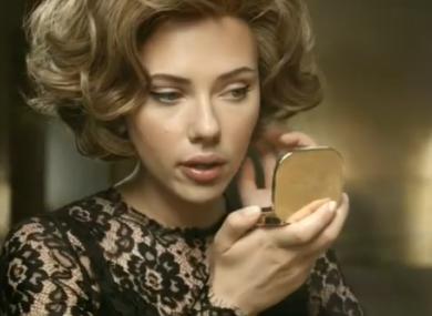 Perfume Ad Is Vs Brad Pitt Enraging More JohanssonWhich Scarlett DHWYEI92
