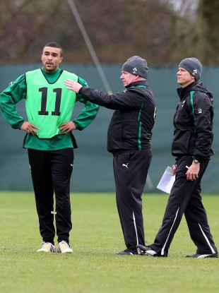 Simon Zebo receives instructions from Declan Kidney and Les Kiss.