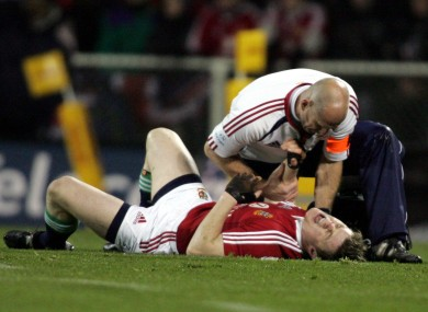 Brian O'Driscoll screams in agony after his shoulder is dislocated.