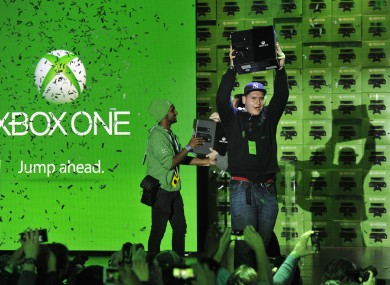 The first fans in the US get their hands on the Xbox One at Times Square.