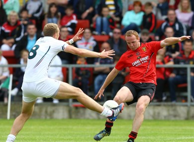 Kildare goalscorer Tommy Moolick attempts a block on Benny Coulter.