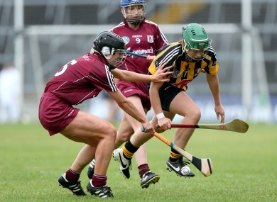 Sinead Cahalan and Aoide Neary fight for possession.