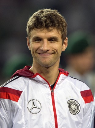 bayern s brazilian defender threatened to hit thomas müller after