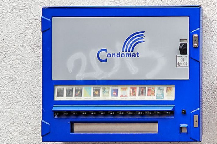 Man dies after trying to blow up a condom machine ...