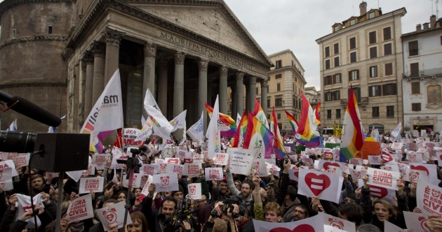 Thousands march for LGBT rights in Rome
