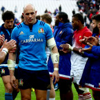 Sergio Parisse dejected after the loss to France.<span class=