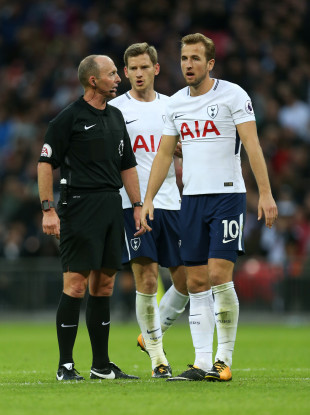 Referee Mike Dean speaks with Tottenham Hotspur's Jan Vertonghen and Tottenham Hotspur's Harry Kane.
