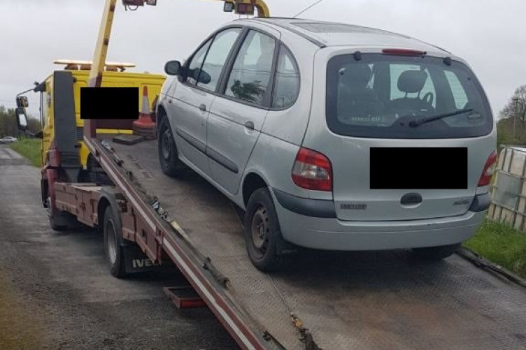 Car gets impounded for no tax or insurance - it's picked up by tow