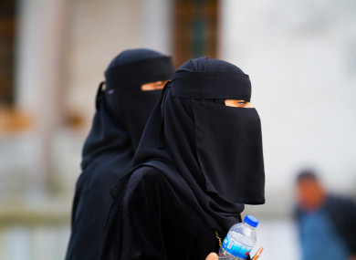 Does a burqa have pockets?